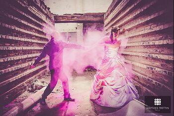 Trash the Dress mit Holi Farben